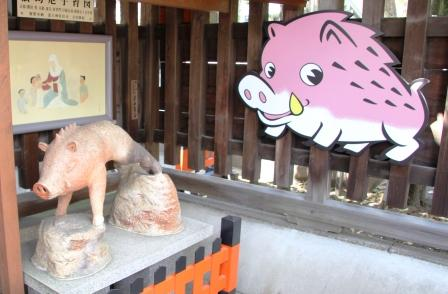 門前の猪像_H26.04.06撮影