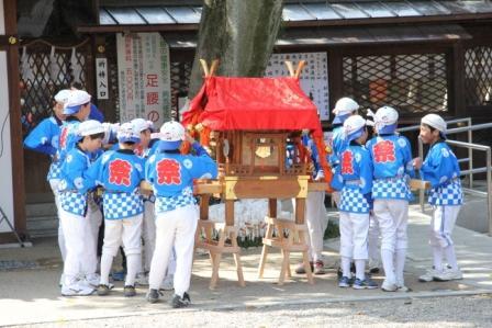 子供神輿の少年_H26.04.06撮影