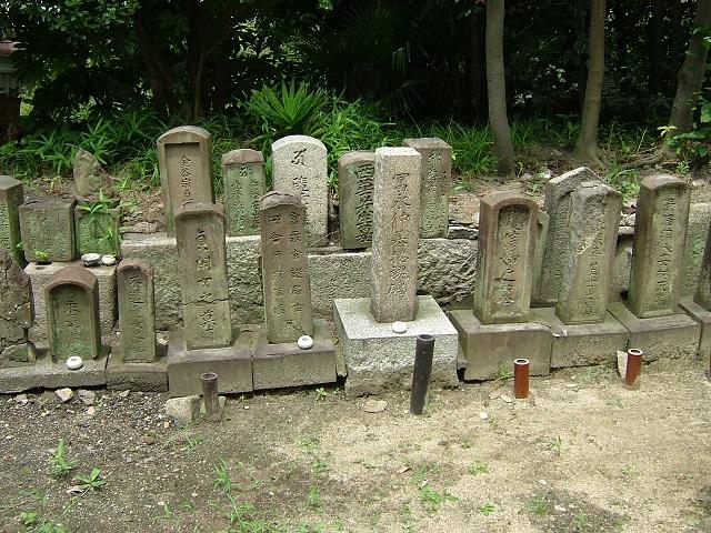 富永仲基一族の墓所