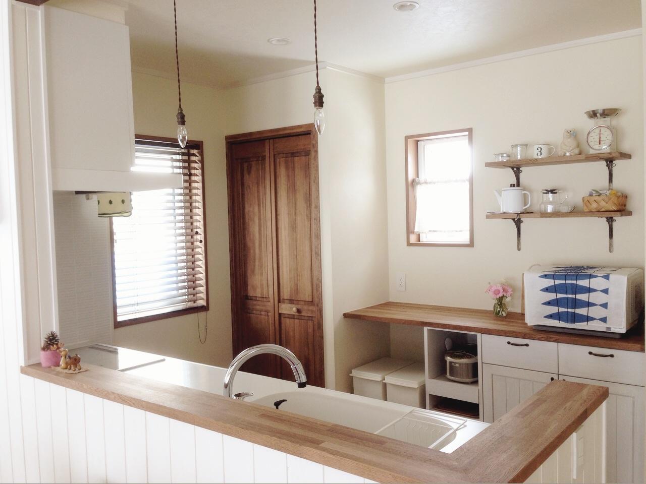 キッチン 背面収納 キッチン : リビングからキッチンを見ると ...