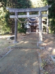古墳群の入り口には八幡神社がある。