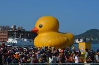 コーストガードと黄色小鴨140203