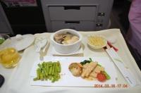 BR190機内食前菜は鶏スープだった130316