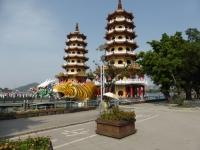 高雄蓮池潭の龍虎塔140429