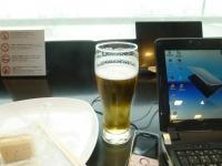 羽田ANAラウンジでビール140320