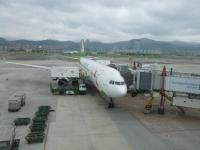 ハローキティジェットと着陸するANA140320