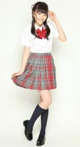 松井愛莉制服姿画像