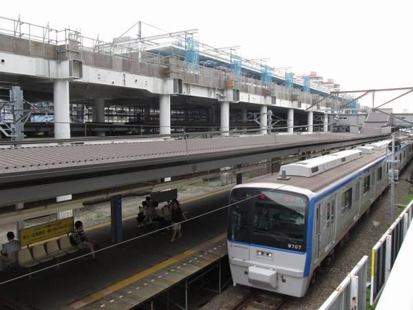 星川駅4番線に到着する相鉄9000系