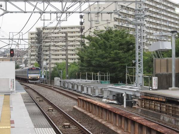 天王町駅横浜方に建設された仮設ホーム。(2013年9月10日)