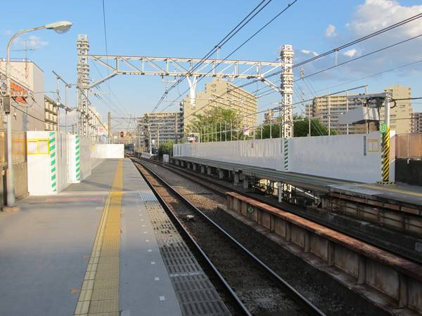 天王町駅横浜方に建設された仮設ホーム。(2014年4月5日)
