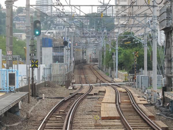 天王町駅停車中の下り列車の前面展望。(2013年9月10日)