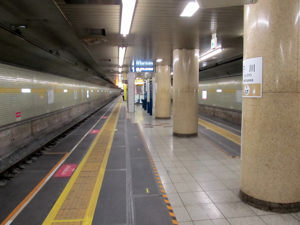 連絡線切替から間もない頃の千川駅。ホーム先端はゴムマットになっていた