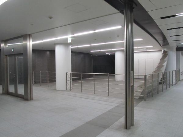 地下4階コンコースの一部は柵が設置され入れなくなった。