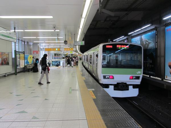 渋谷駅JR山手線ホーム。4月14日には埼京線・湘南新宿ラインのホーム並列化・島式化工事の着手が発表された。