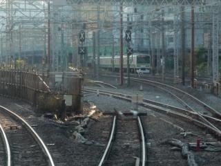 b:東海道線下り線の旧車両基地入庫線。分岐直後の部分が新車両基地の出庫線により分断された。