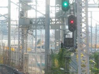 c:品川駅第二場内信号機。右側の信号機が新車両基地用でラベルは「到着二場」。