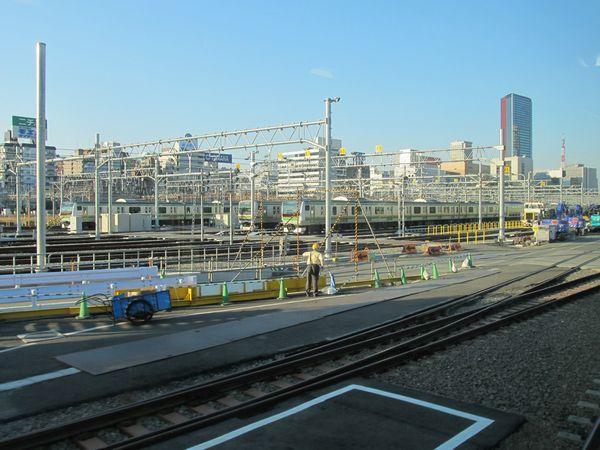 e:新車両基地。写真の「札の辻群線」は線路が9本ある。