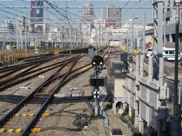 横須賀線下り15番線ホームの東京方にあった保守機材線は分岐器が交換され、一般の列車も進入可能になった。2