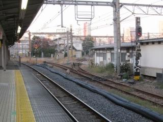 品川駅7・8番線と旧車両基地の接続部は使用が停止され、線路にまくらぎが置かれている。