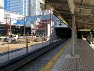 北通路に接続する階段は移設するためなのか、骨組みだけになっている。