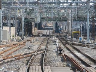 13番線ホーム端から見た横須賀線・東海道線の連絡線。手前にあった渡り線が1箇所撤去されている。
