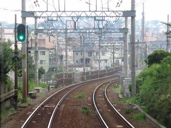 上り列車から見た引上線線予定地の終端