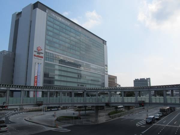 新横浜駅北口。相鉄・東急直通線の新横浜駅は右下の道路地下に建設される。