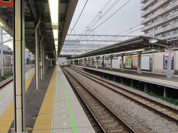 2面4線化が完了した瀬谷駅。