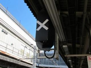 昨年8月末に取り付けが完了した上野駅7~9番線中央の場内信号機