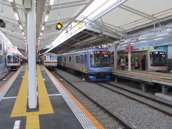 自由が丘駅で並んだ東急5050系・横浜高速鉄道Y500系・東京メトロ7000系