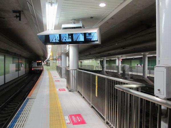 田園調布駅のホーム延伸部分から駅中心方向を見る。