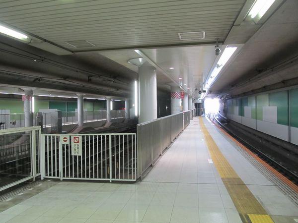 延伸ホームは東横線側半面のみに設置されている。