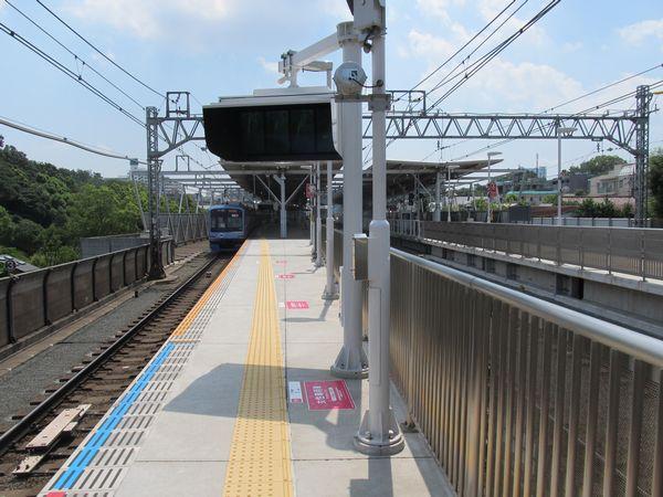 多摩川駅のホーム延伸部分から駅中心方向を見る。