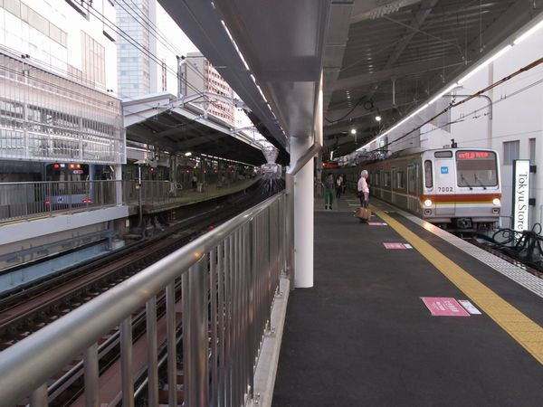 中目黒駅渋谷方の延伸ホームから駅中心方向を見る。