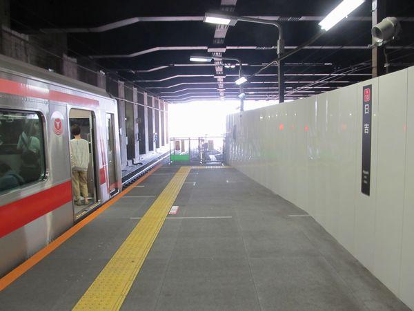 仮設構造となっている日吉駅東横線ホーム延伸部分。