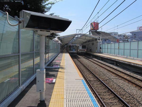 綱島駅のホーム延伸部分。幅は狭い。