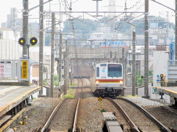 A:大倉山駅のホーム横浜方の端に新設された進路予告器。