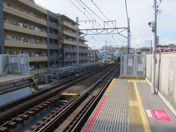 東白楽駅優等列車対応通路の2014年4月5日の状況。