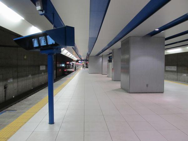 みなとみらい駅のホーム延長部分。内装は既存部分とほぼ同等。