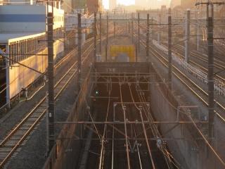 東海道貨物線生見尾(うみお)トンネル坑口。