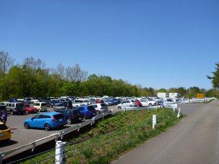 s03駐車場いっぱい