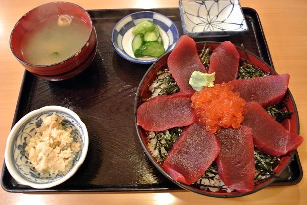 マグロ丼定食(900円)