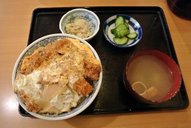 かつ丼定食(650円) 1