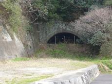 古いトンネルが