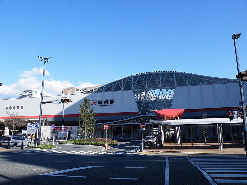 800px-JRKyushu_Hakozaki_Station_WestEntrance.jpg