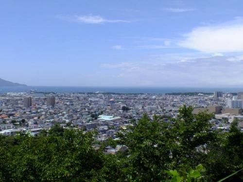 沼津市香貫山から青空と雲と海を写した