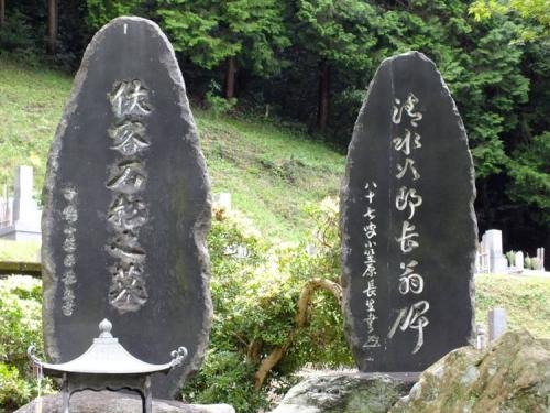 周智郡の遠州森町の森の石松の墓と清水の次郎長の墓をクローズアップデジカメ写真撮影しました