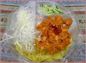 ファミマ_担々麺b