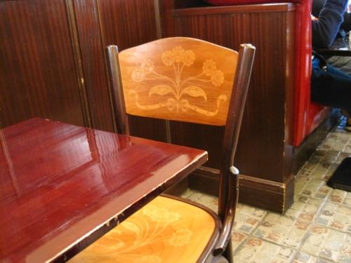お茶したとこの椅子