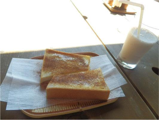 シナモントーストとバナナジュース